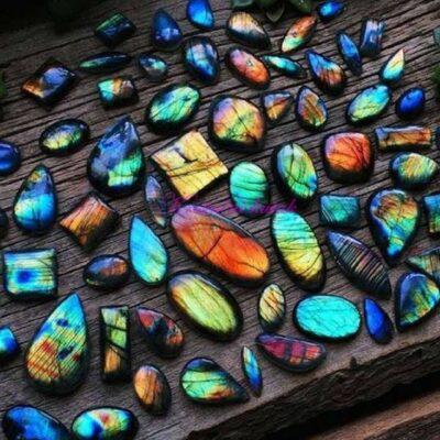Poludrago kamenje